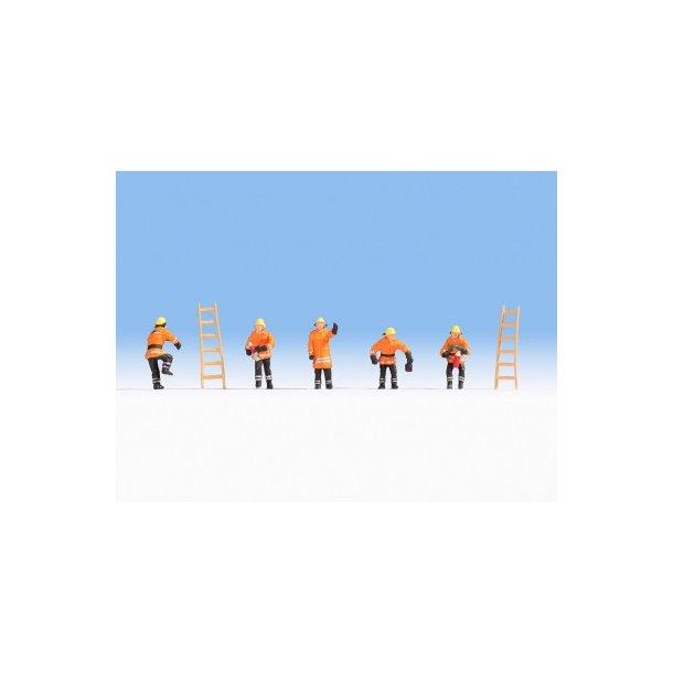 15022 NOCH Brandmænd i orange beklædning. H0.