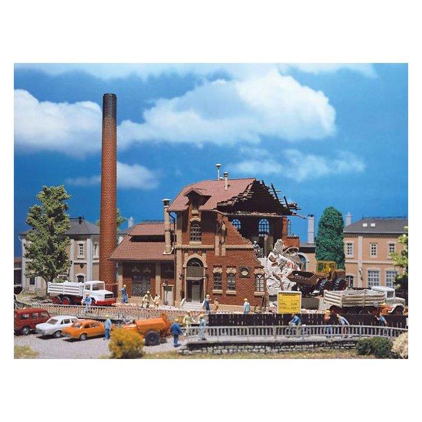5621 Vollmer H0 Bygning under nedrivning.