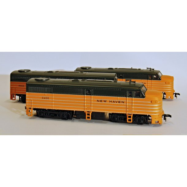 Ja 931-236 Walthers New Haven FA-1, Locomotive, Orange/Dark Green by Walthers/Trainline DC. H0