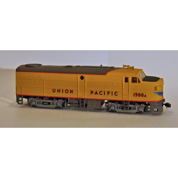 920 35057 Walthers Trains GP 15-1 1500 Horsepower Union Pacific HO