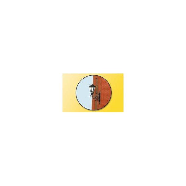 6074 Væg lampe med glødepære og stikfod - H0 -
